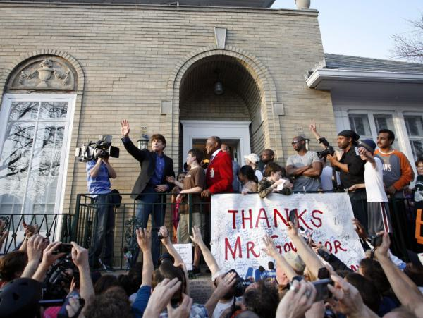 Disgraced former Illinois Governor Rod Blagojevich waves to supporters outside his home March 14, 2012 in Chicago. Blagojevich is serving a 14-year term for numerous counts of fraud and corruption including attempting to sell the vacant U.S. Senate seat held by then Senator Barack Obama.