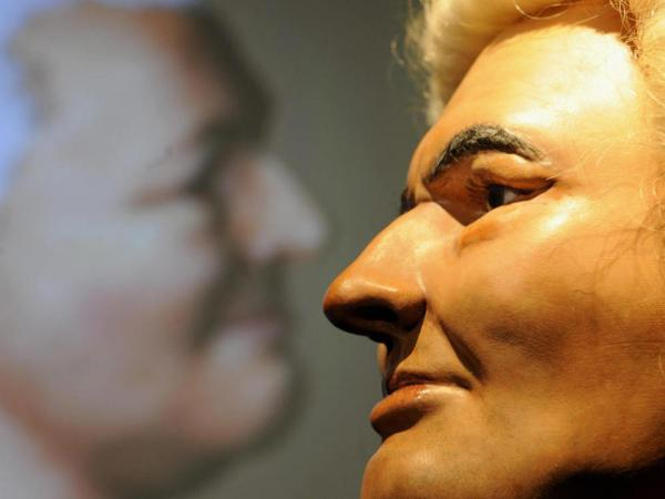 I've been waiting all week for an excuse to run this picture: a reconstruction of Bach's face, created from the composer's skull.
