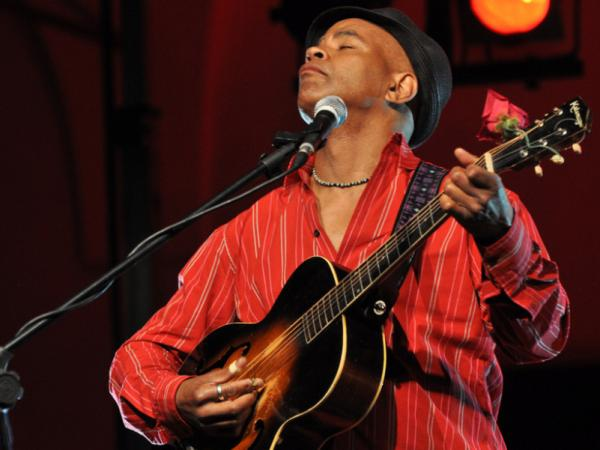 Guy Davis performs in northern Italy at the Piacenza Blues Festival in 2010.