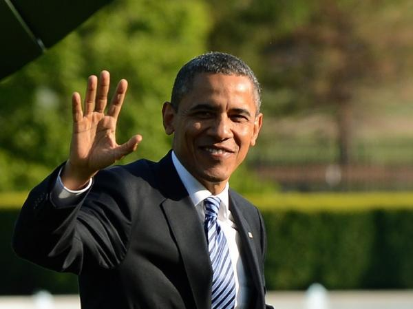President Barack Obama waves as he walks on the South Lawn upon returning at the White House in Washington, DC, on April 25, 2012 from a two-day trip.