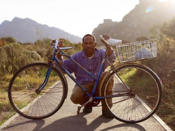 "Jors Moentsabato: ""It helps me a lot, this bicycle of mine. There where I go, I ride my bike. I bought this bike at the shop where they sell old stuff, I found it there."""