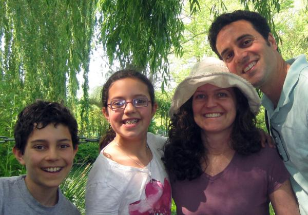 (R-L) Jeremy Sussman and his wife Becky, along with their two children Gabby and Sammy. The couple met 22 years ago when a friend suggested they meet.