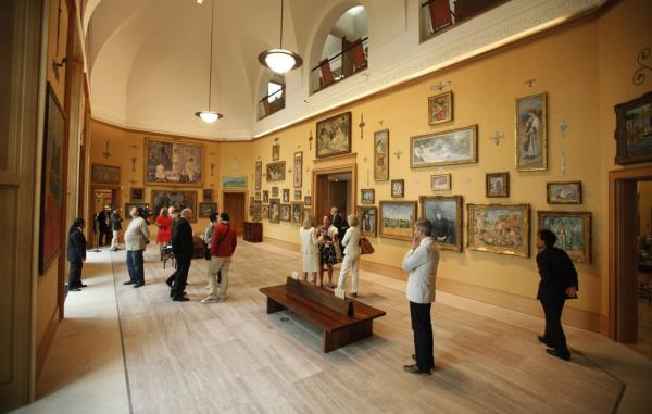 The lighting in the galleries of the new building (shown above) is a dramatic improvement over the lighting in the Merion building. But that's the biggest change; Barnes Foundation officials promised a Pennsylvania judge they would preserve the dimensions of the original galleries in the collection's new home.