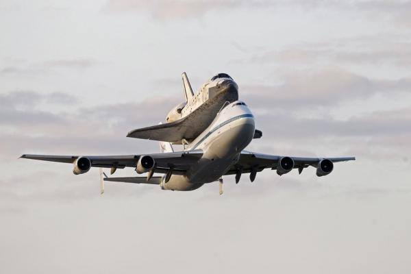 The longest-serving orbiter in the shuttle fleet was flown from Florida to the Washington, D.C., area to be transferred to the Smithsonian.