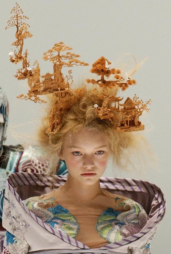 A model wears a Chinese-style hairpiece designed by McQueen at a Paris show in October 2004.