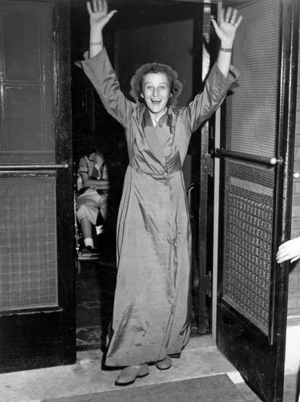 Diagnosed with colon cancer in 1953, Zaharias had surgery that April. Here, she celebrates as she leaves the Hotel Dieu Hospital in Beaumont, Texas, on May 19, 1953.