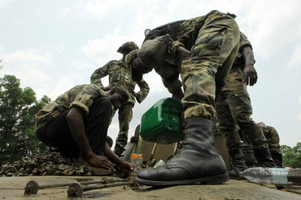 Soldiers fighting for Ouattara prepare for an assault on the residence of Ivory Coast strongman Laurent Gbagbo.