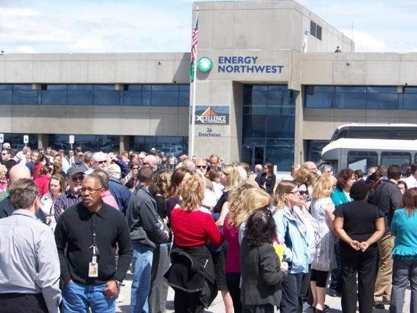 Hundreds of Energy Northwest employees stepped outside for a celebration of the Columbia Generating Station nuclear power plant's relicensing. Photo by Anna King