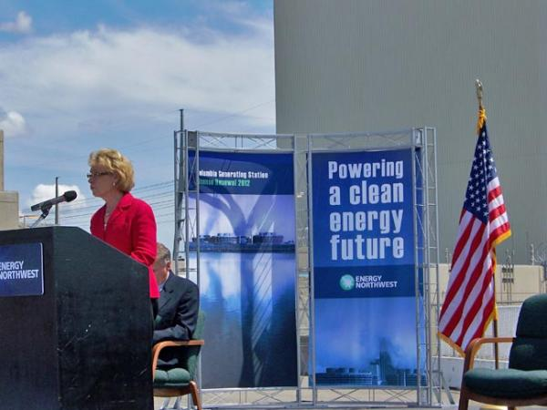 Washington Governor Chris Gregoire speaks at the ceremony to mark the relicensing of the Columbia Generating Station. Photo by Anna King