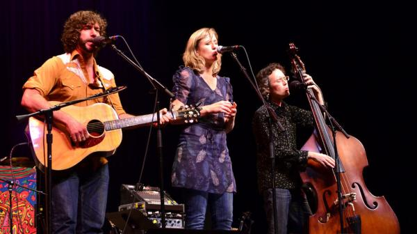 <p>Members of Ollabelle perform songs from their recent album, <em>Neon Blue Bird</em>.</p>