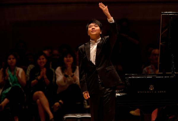 Pianist Lang Lang acknowledges his very enthusiastic New York audience.