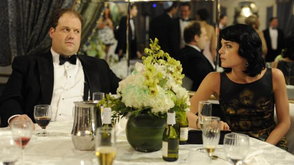 Abe (Jordan Gelber) and Miranda (Selma Blair) meet at a wedding in <em>Dark Horse</em> and get married soon after, though not for the most romantic reasons.