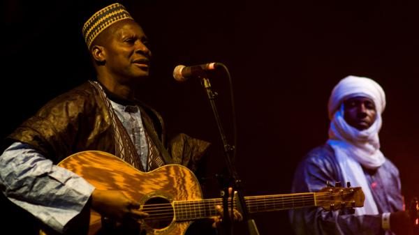 Sidi Touré plays guitar and sings in the Songhaï tradition.