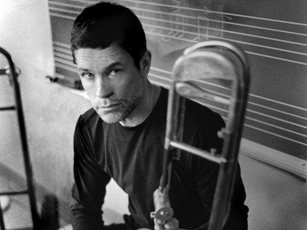 It's tricky making a little band sound big on <em>Sweet Chicago Suite</em>, but trombonist Ray Anderson knows his tricks.