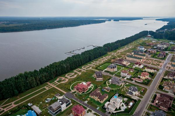 At the lavish end of the dacha spectrum are faux chateaux like these. Roughly half are permanent residences. A helicopter landing pad and yacht club are among the amenities for well-heeled owners.
