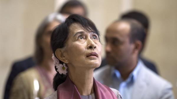 Myanmar pro-democracy leader Aung San Suu Kyi visits Paris' Louvre Museum on June 29, 2012.