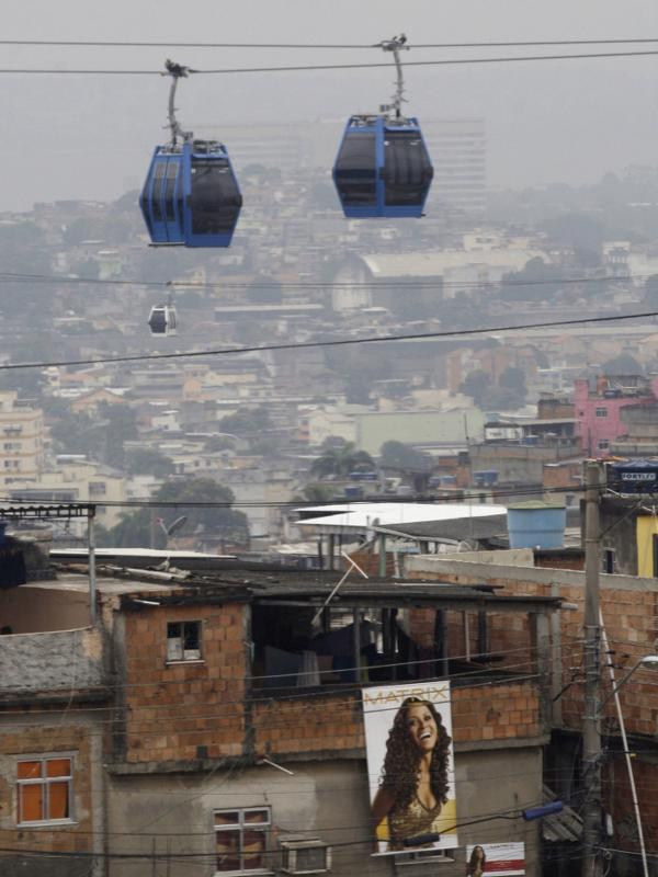 <p>New services and infrastructure for Rio de Janeiro's <em>favela</em>s include cable cars, such as this one in the Complexo de Alemao slum. </p>