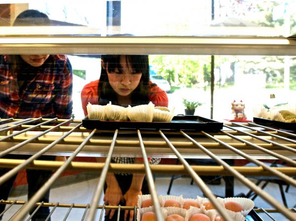 The Umai Do Japanese Sweets bakery is popular with local Japanese Americans and Japaese tourists. Owner Art Oki is also working to grow his customer base beyond people of Japanese descent.<strong> </strong>
