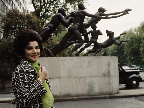Soprano Evelyn Lear, circa 1965.