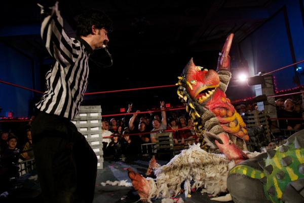 Live monster wrestling, Brooklyn, N.Y.