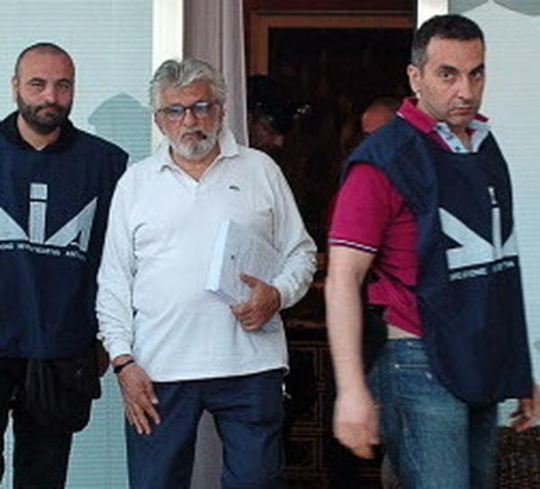 Giuseppe Mandara (in white shirt, with cigar), and officers from the Anti-Mafia unit of the Italian police on Tuesday.