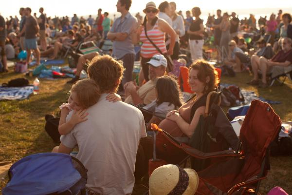 On Saturday, the sun returned as fans settled in and snuggled up at Fort Adams State Park, surrounded by Newport Harbor and Narragansett Bay in Rhode Island.