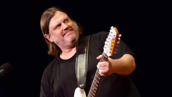 Matthew Sweet performs on <em>Mountain Stage</em>.