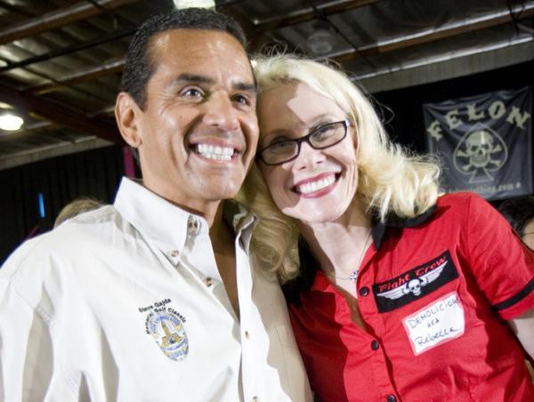 Rebecca Ninburg, aka Demolicious, with Los Angeles Mayor Antonio Villaraigosa.