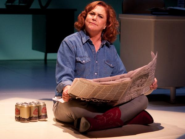 Kathleen Turner stars as Molly Ivins in <em>Red Hot Patriot</em>.