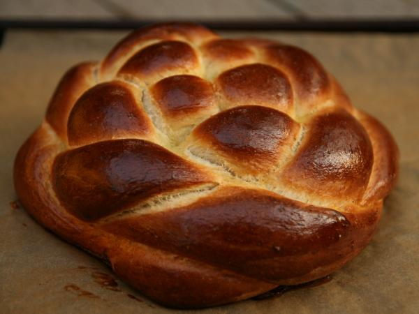The author's braided round challah.