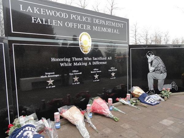 The Lakewood Police Department Fallen Officer Memorial, which honors the victims of the November 29, 2009 Lakewood police officer shooting. Photo by Marques Hunter via Wikipedia