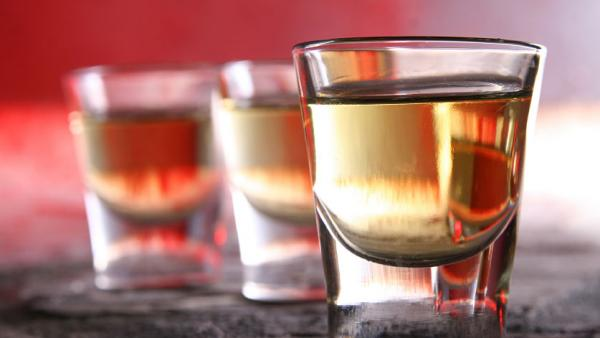 "Just 10 to 15 minutes of counseling from primary care doctors can reduce the risk of ""risky"" drinking, a federal task force says."