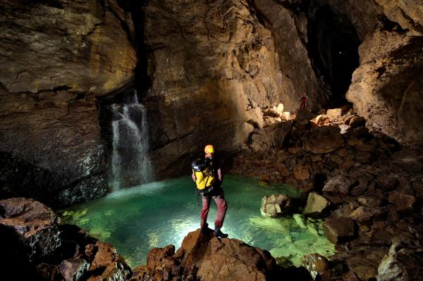 In recent years there have been six deaths in the cave, five due to water. During a storm or heavy rain, the cave can become a dangerous trap when water levels rise rapidly.