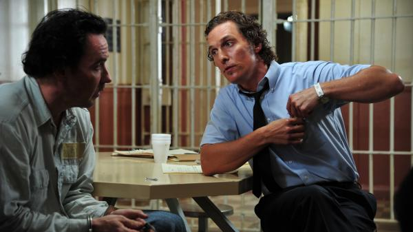 Miami reporter Ward Jansen (Matthew McConaughey) investigates the murder conviction of Hillary Van Ward (John Cusack), who may have been wrongly charged.