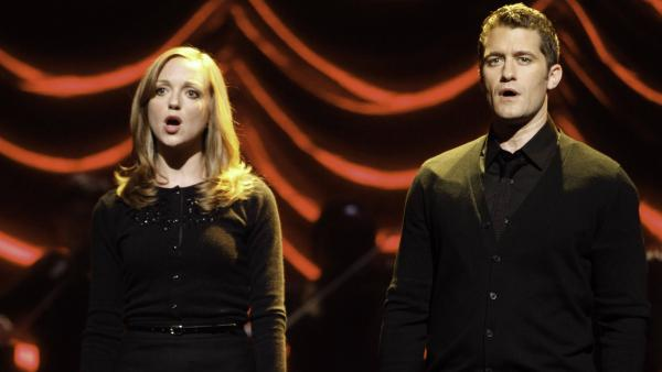 Emma (Jayma Mays) and Will (Matthew Morrison) are only one of the challenged couples in tonight's <em>Glee</em>.