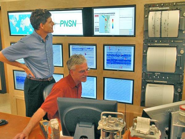 John Vidale (left) and Ken Creager in the University of Washington seismology lab. Photo by Tom Banse