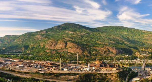 The Trail, BC smelter abuts the Columbia River near the U.S. border. Photo courtesy of Teck Resources Ltd.