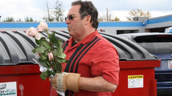 Roy gets his wife some flowers out of the dumpster on <em>Extreme Cheapskates</em>.