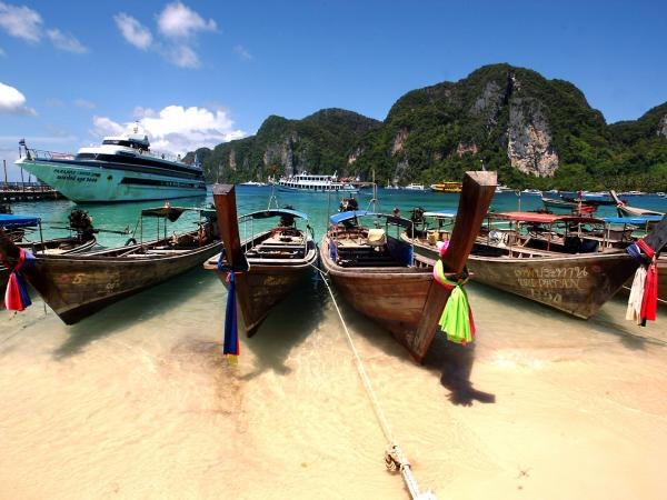 The Phi Phi Islands in Thailand are a tourists' paradise. In June, sisters Noemi and Audrey Belanger were found dead in their hotel room there.
