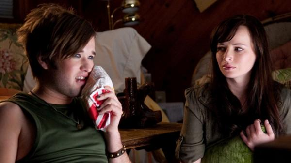Chip (Haley Joel Osment) forms a bond with his older boyfriend's daughter, Bethany (Ashley Rickards).