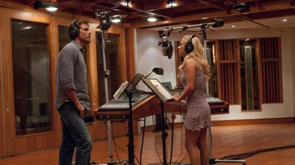 Nashville veteran Deacon (Charles Esten) and upstart country-pop star Juliette (Hayden Panettiere) record a duet in a scene from ABC's <em>Nashville</em>.