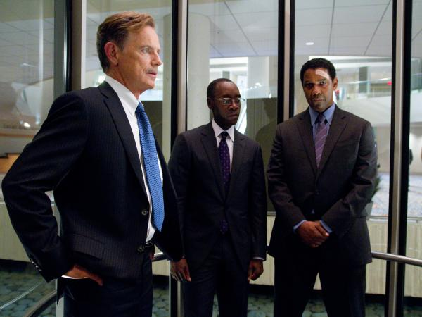 Charlie Anderson (Bruce Greenwood) and Hugh Lang (Don Cheadle) help Whip navigate treacherous legal waters.