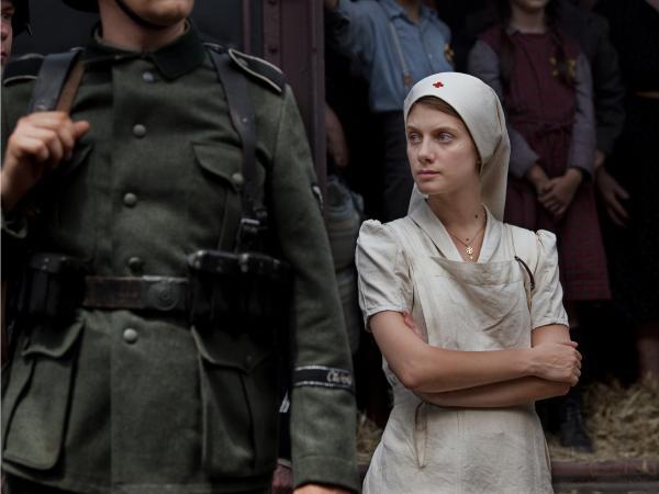 Annette Monod (Melanie Laurent), a Protestant nurse, volunteers to help a Jewish doctor during World War II.