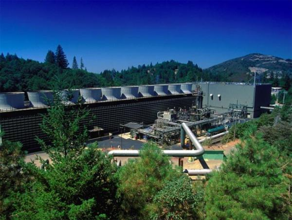 Geothermal energy plant at The Geysers near Santa Rosa, California. Photo by Dept. of Energy