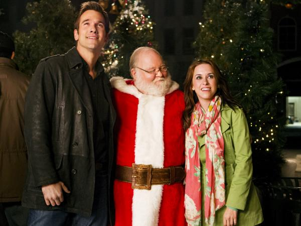 Matchmaker Santa is only one of many cornball films in which Santa (Donovan Scott) helps a woman (Lacey Chabert) find a boyfriend (Adam Mayfield). This is the one where the vanilla extract was key.