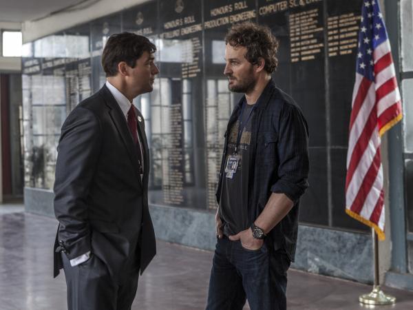 CIA operative Joseph Bradley (Kyle Chandler) discusses a sensitive operation with Dan (Jason Clarke).