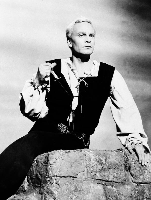 Laurence Olivier, seen here in his film adaptation of Shakespeare's <em>Hamlet</em>, also intended to create a film version of <em>Macbeth.</em>