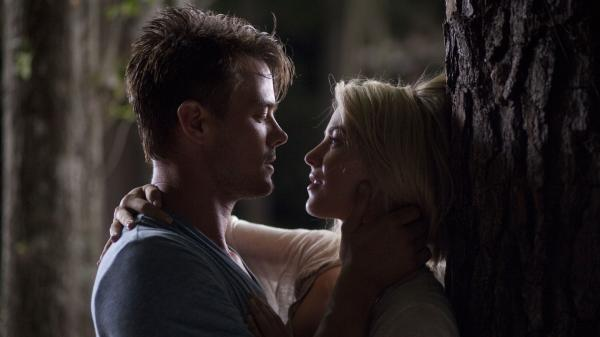 Josh Duhamel and Julianne Hough as Alex and Katie in <em>Safe Haven, </em>the latest Nicholas Sparks' romance novel to be turned into a film.