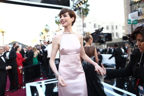 Anne Hathaway<em> </em>wins the best supporting actress award for her role as Fantine in <em>Les Miserables</em>.