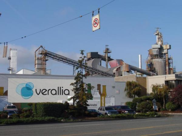 The Verallia glass manufacturing plant in Seattle. Photo by Tom Banse
